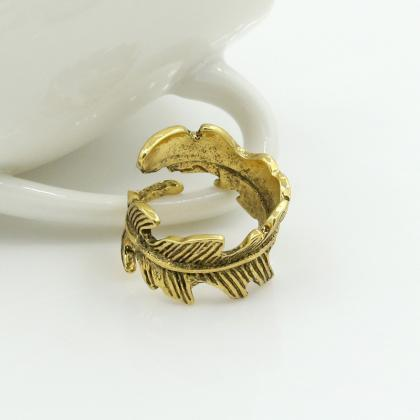 Simple retro feather ring