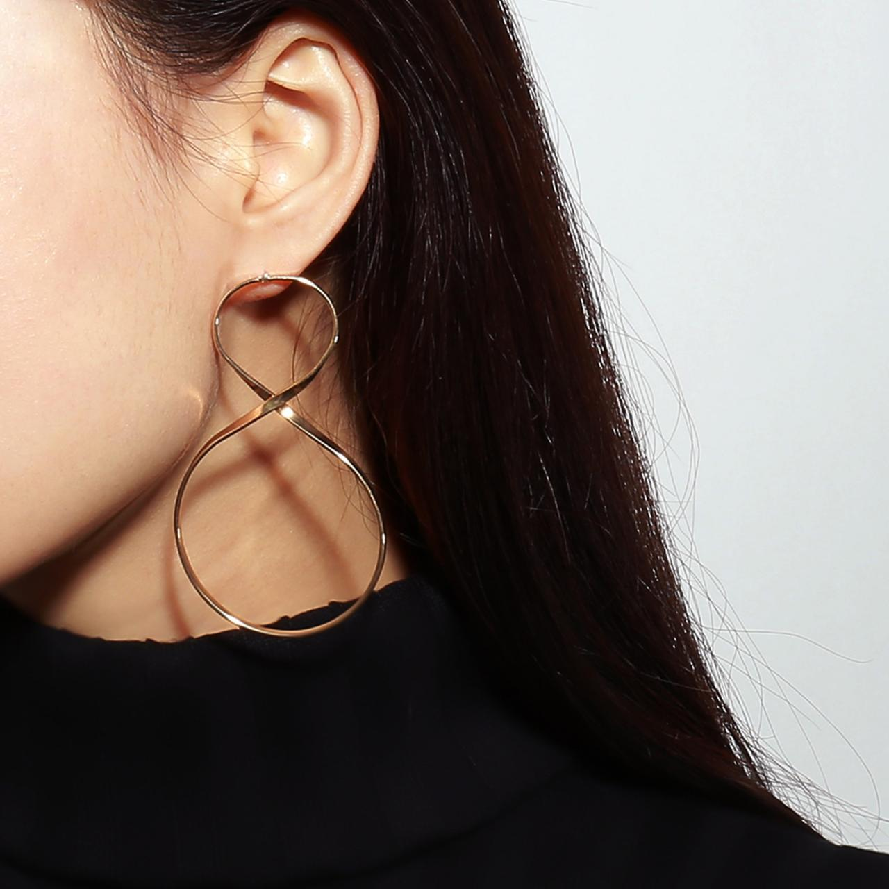 Metal Twist 8 Character Lucky Earring