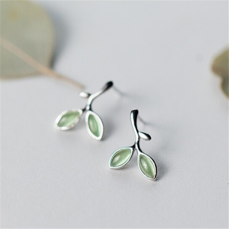 Contracted Fresh Leaf Bud Literary Earrings