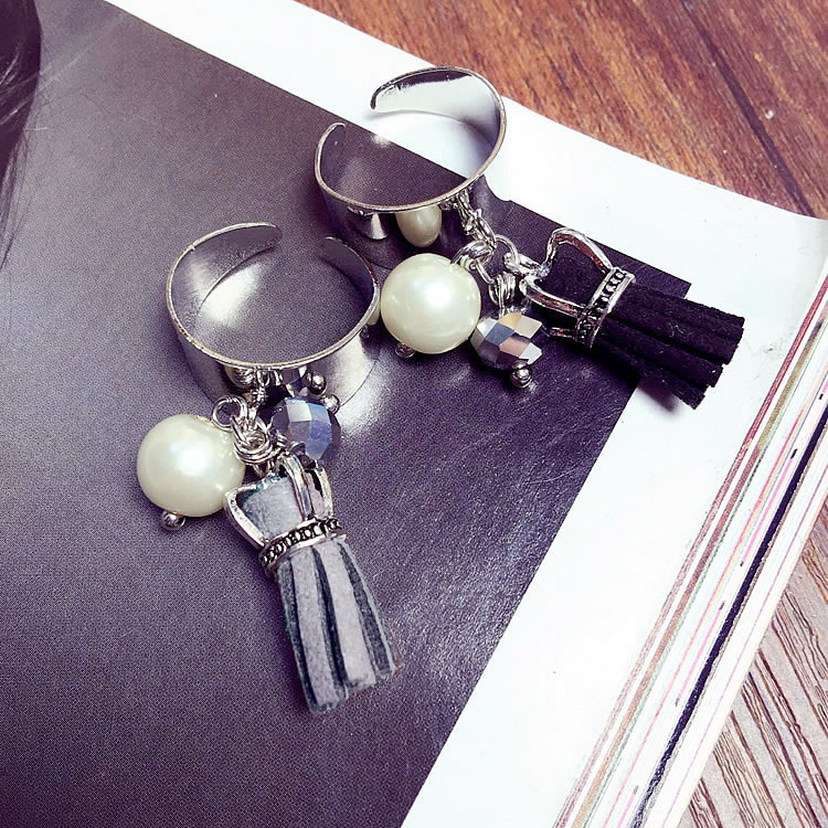 Exaggerated fashion pearl tassel ring