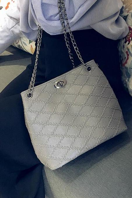 Fashion Quilted Lining Chain Crossbody Bag