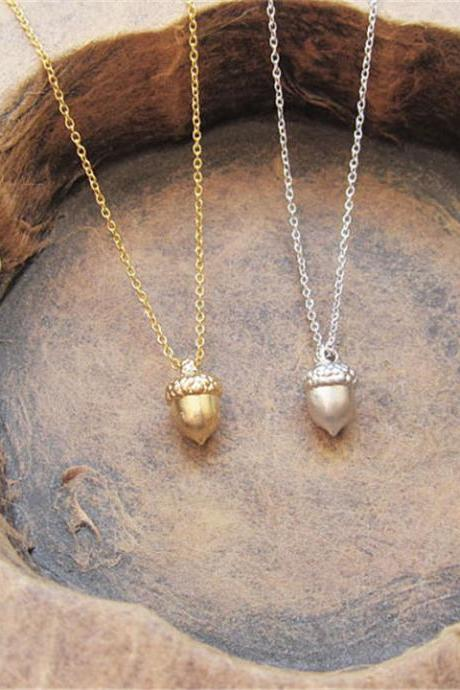 Small Solid Pinecone Clavicle Necklace