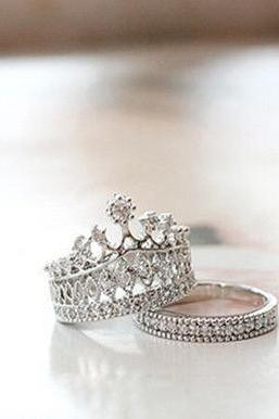 Diamond crown molding ring