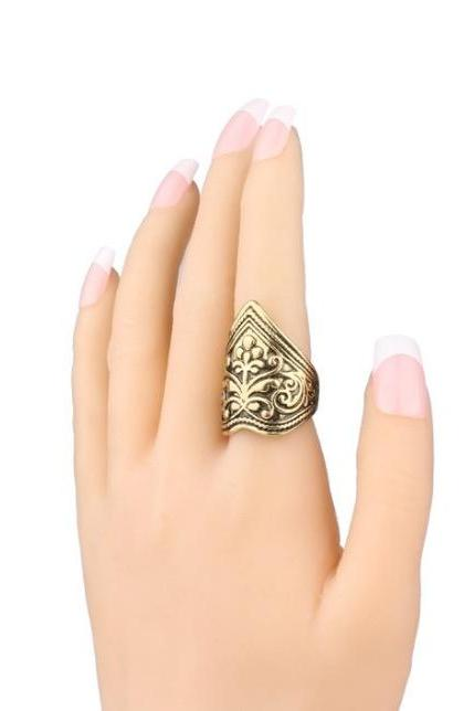 Retro exquisite carved ring