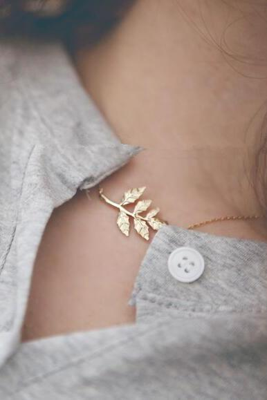 Metal Leaves Short Clavicle Necklace Chain
