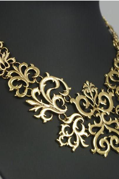 Hollow Out Carve Patterns Fake Collar Necklace