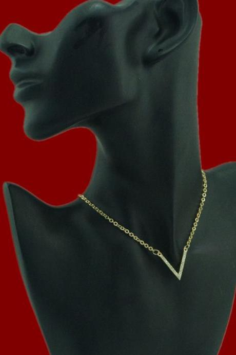 V Shape Diamond Short Clavicle Necklace