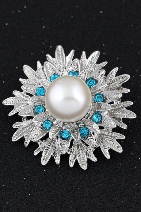 Beautiful Alloy Pearl Flower Brooch
