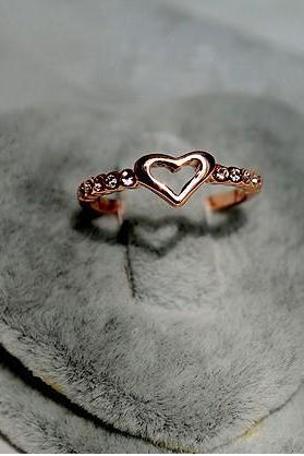The fair maiden temperament little peach heart diamond ring